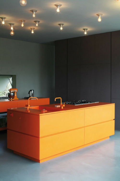 küchen design orange kücheninsel glühbirnen decke