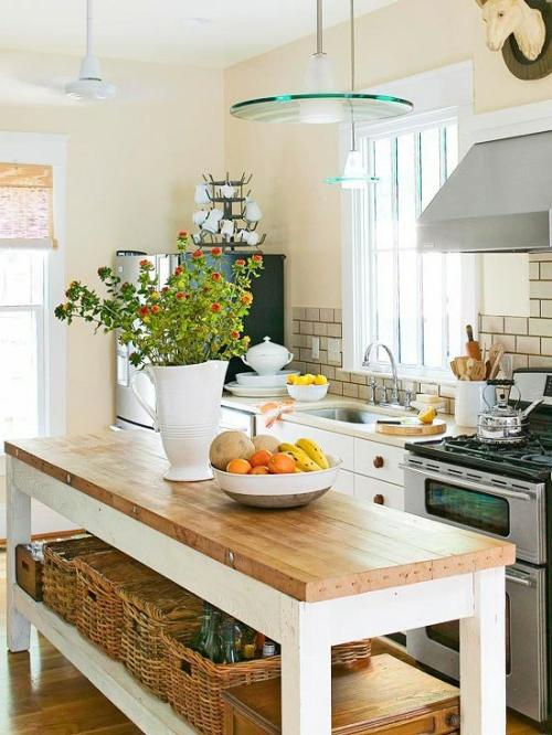 küchen robust mit geflochtenen körben