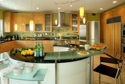 küchen rund mit marmoroberfläche und glasplatten