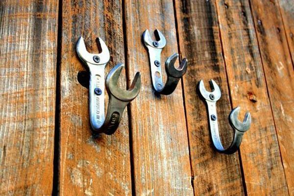 kreative bastelideen schraubenschlüssel als kleiderhaken