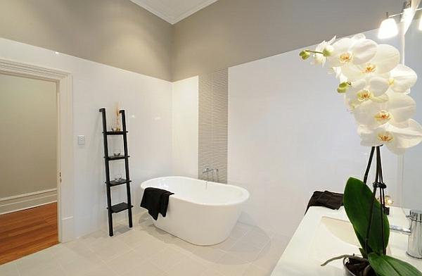 leiterregal wandregale DIY badezimmer badewanne weiß blumen