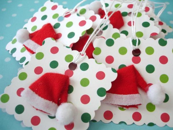 advent geschenkanhänger mit kleinen hüten