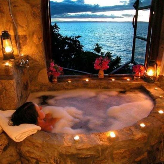 romantisches badezimmer mit meeresblick