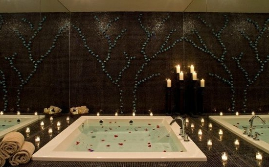romantisches badezimmer spiegelwände
