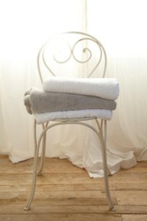 Rustikales Badezimmer romantisch gestalten