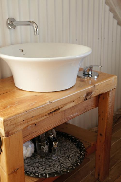 rustikales badezimmer schalenförmiges waschbecken