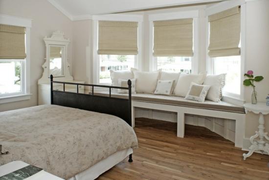 schlafzimmermöbel fensterbank mit kissen