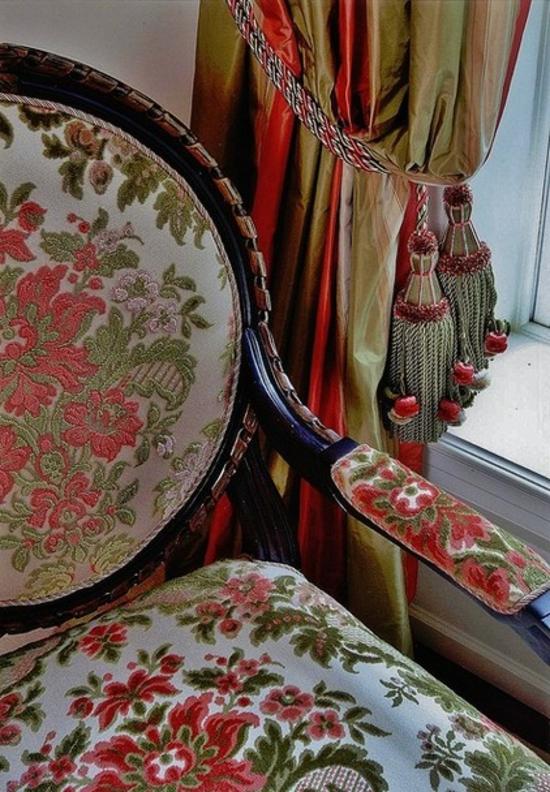 schlafzimmermöbel gestickter sessel