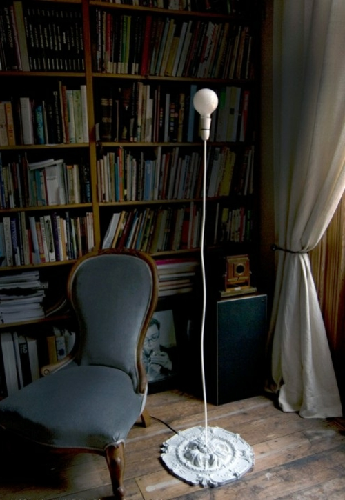 stehlampe boden sachlich design weiß glühbirne