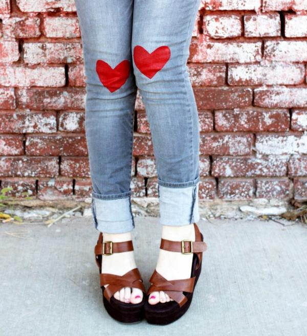 valentinstagsgeschenke knieaufkleber rote herzen