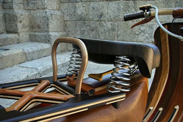 vespa roller von carlos alberto originelles design aus holz. Black Bedroom Furniture Sets. Home Design Ideas