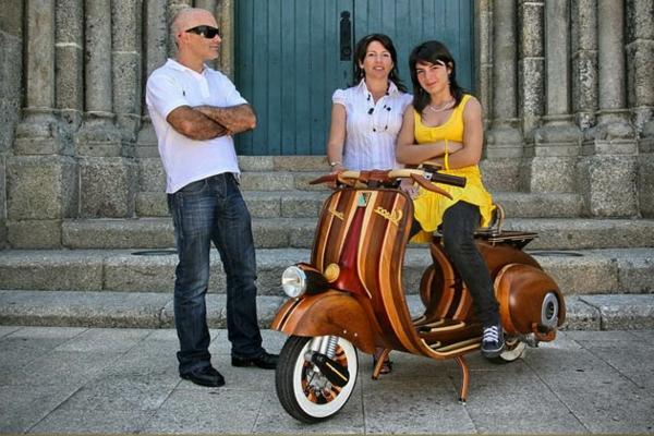 Vespa roller von carlos alberto originelles design aus holz for Roller raumplaner