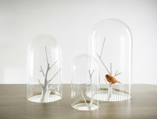 vogelkäfig mit drei feinen glaskuppeln