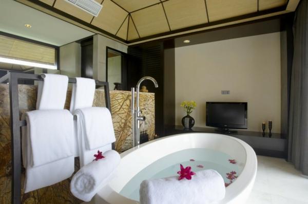Badezimmer Deko Valentinstag badewanne badetücher