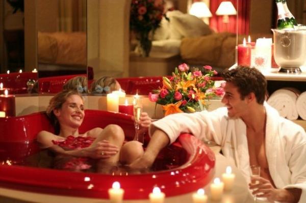 Badezimmer Deko zum Valentinstag badewanne kerzen liebespaar