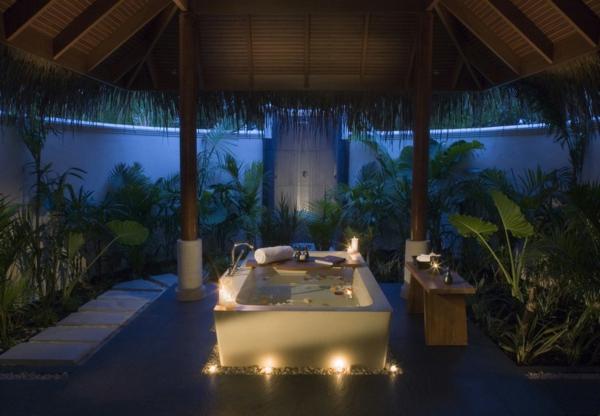 Badezimmer Deko  Valentinstag badewanne pflanzen exotisch