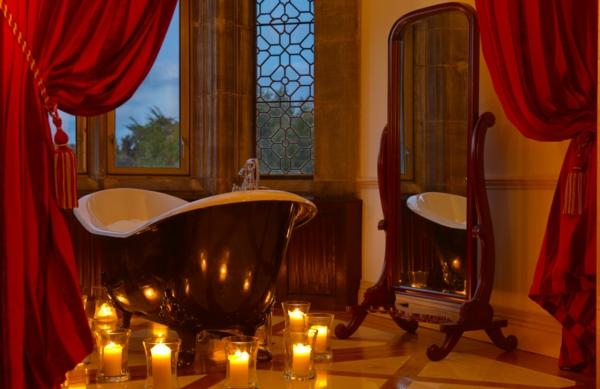 Badezimmer Deko  Valentinstag badewanne spiegel klassisch