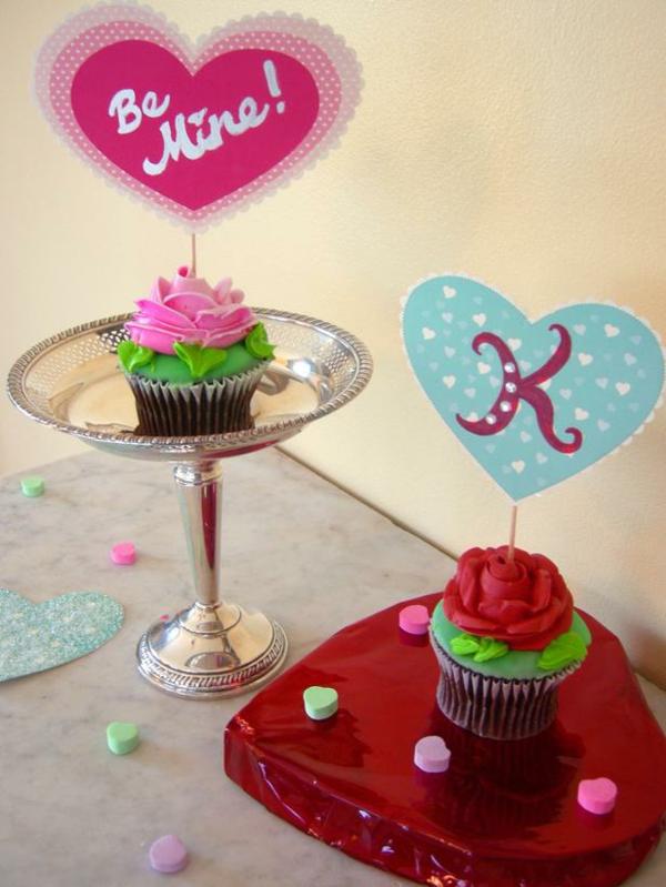 DIY Deko zum Valentinstag etagere kuchen plätzchen