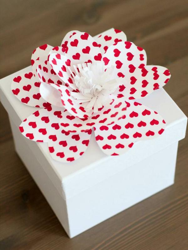 DIY Deko zum Valentinstag geschenkverpackung blumen