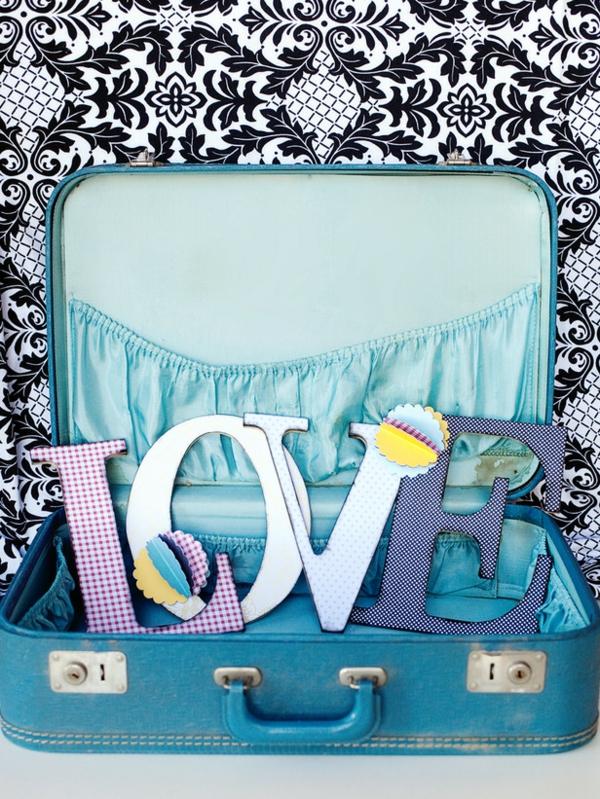 DIY Deko zum Valentinstag koffer blau liebe