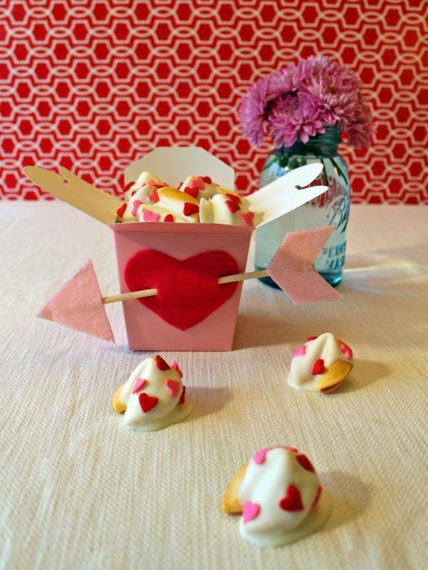 DIY Deko zum Valentinstag kuchen cookies box