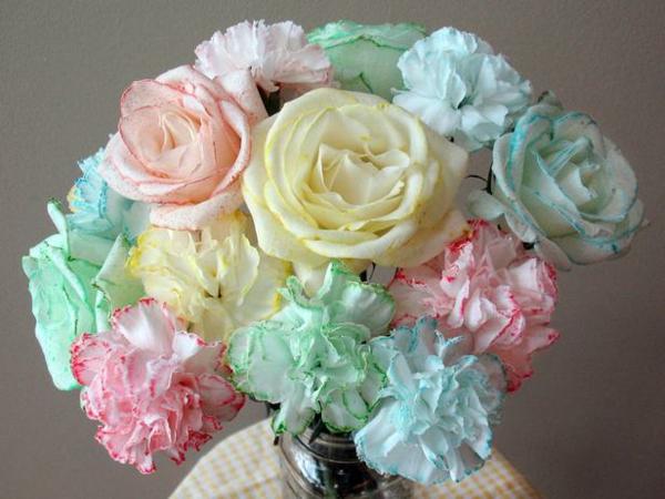 DIY Deko zum Valentinstag rosenstrauß papier besprüht