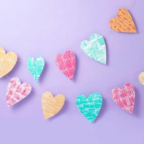 DIY Dekoartikel zum Valentinstag girlanden papier