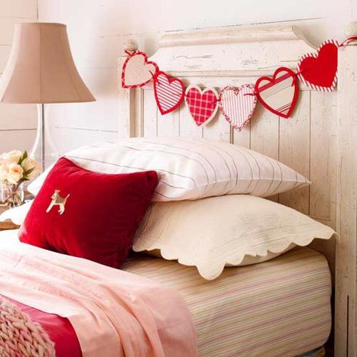 DIY Dekoartikel zum Valentinstag herz girlande schlafzimmer