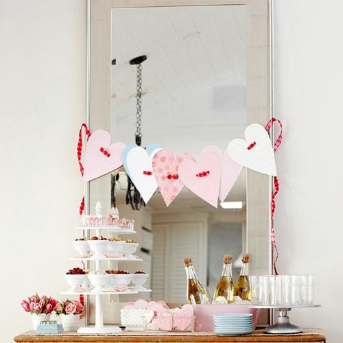 DIY Dekoartikel zum Valentinstag herz girlande spiegel