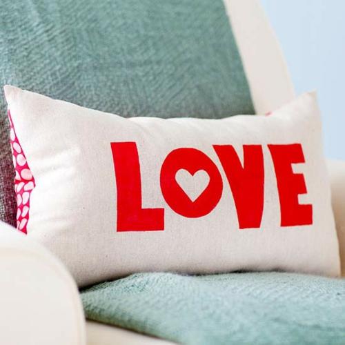 DIY Dekoartikel zum Valentinstag niedlich romantisch wurfkissen