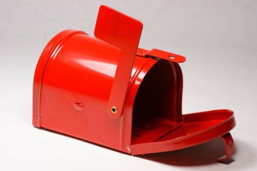 DIY Dekoideen zum Valentinstag postkasten box rot glanzvoll