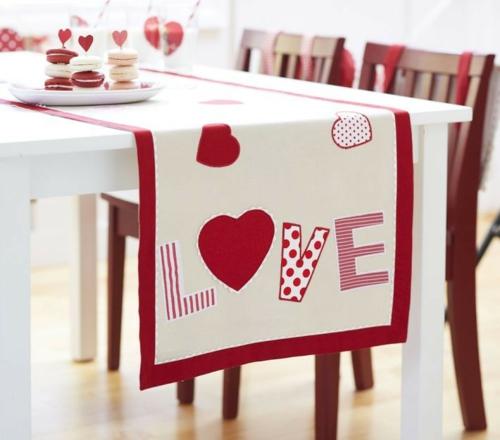 DIY Dekoideen zum Valentinstag tischläufer liebe tischdeko