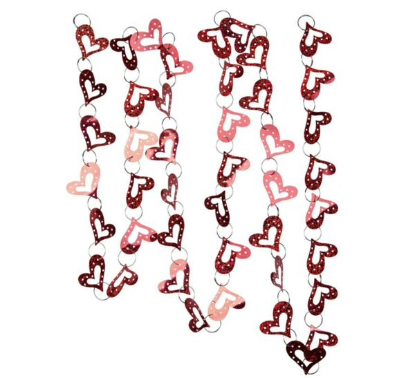 Dekoideen zum Valentinstag ketten durchbohren herzen