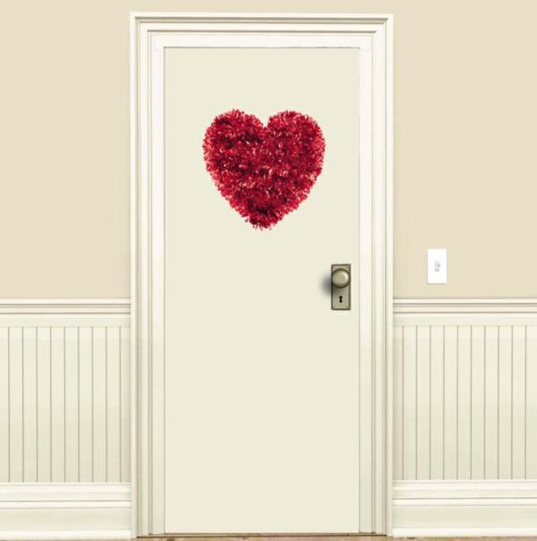 Dekoideen zum Valentinstag türkranz girlanden herz rot