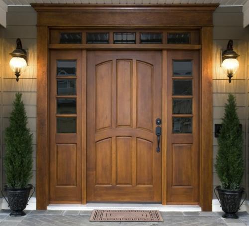 Die Holztür sanieren eingangstür massive regenzeit