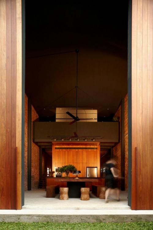 Die Holztür sanieren eingangstür minimalistisch holz warm