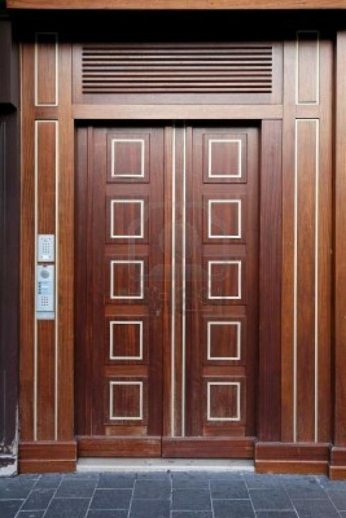 Die Holztür sanieren fliesen massive quadraten