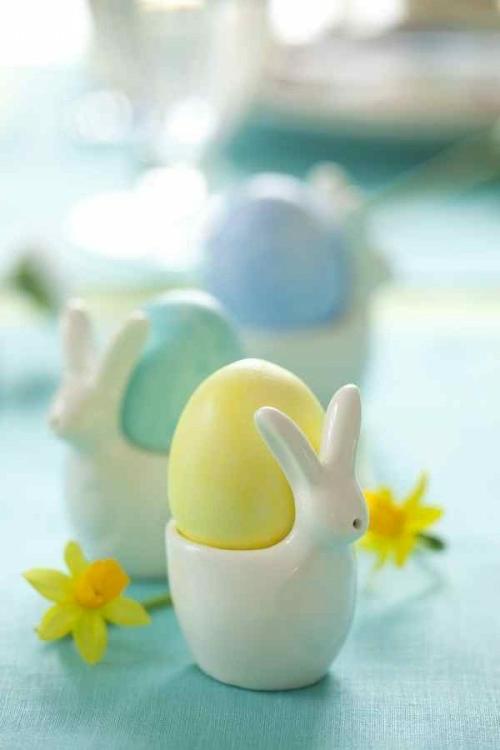 Eierhalter Ständer zu Ostern basteln pastellfarben