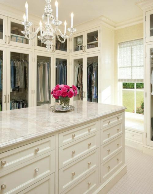Einrichtungsideen für Wandschrank ankleideraum elegant fläche blumen