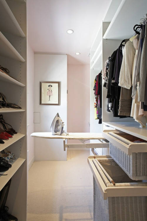 Einrichtungsideen für Wandschrank-ankleideraum regale bügelbett