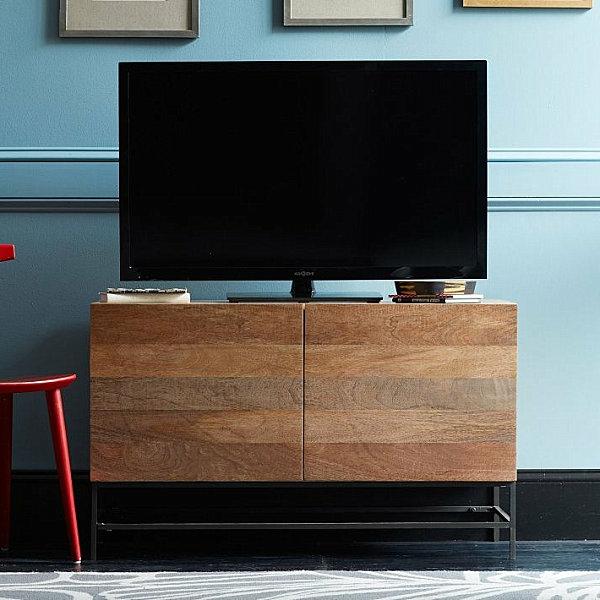 Einrichtungsideen für kleine Hütten rustikal fernseher beistelltisch