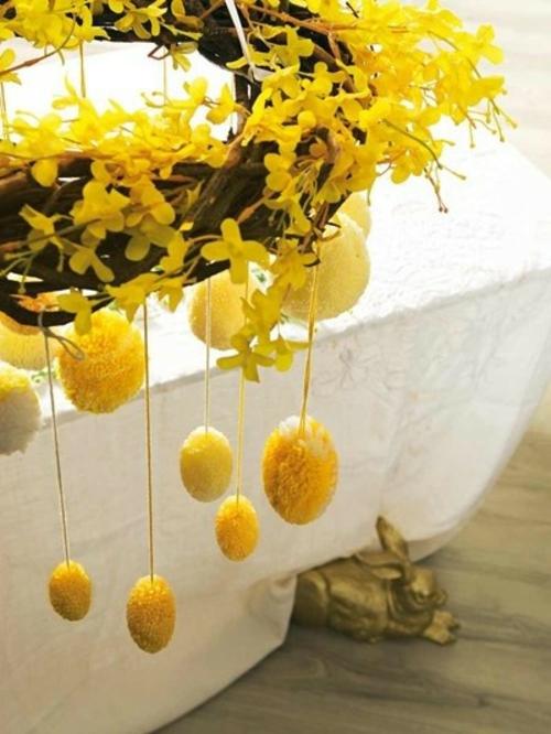 Festliche Dekoideen zu Ostern garten hängend eier kranz