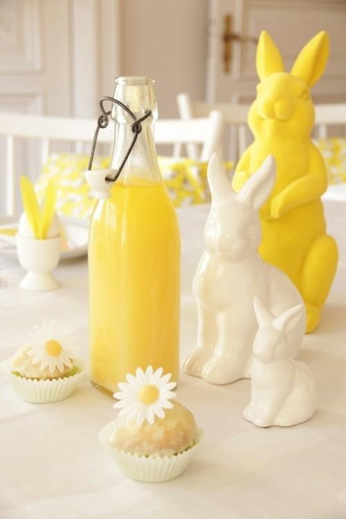 Festliche Dekoideen Ostern gelb keramisch osterhase flasche
