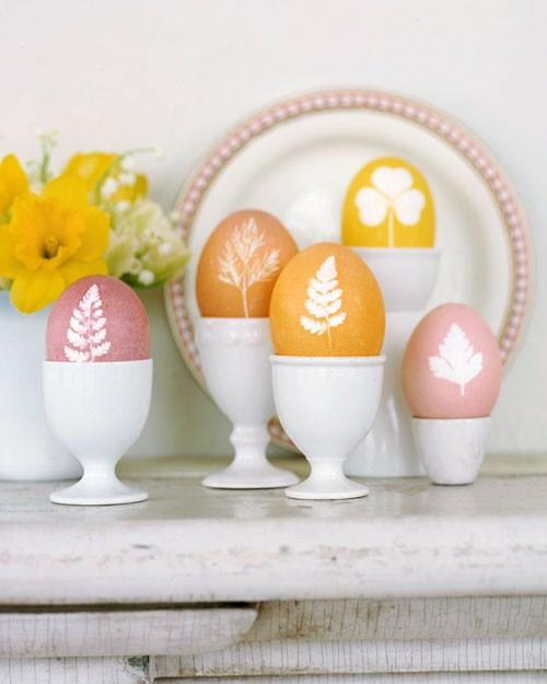 Festliche Dekoideen Ostern gelb ostereier keramisch eierhalter