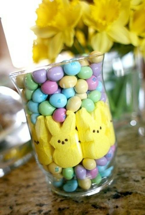 Festliche Dekoideen zu Ostern glas bunt kunst eier