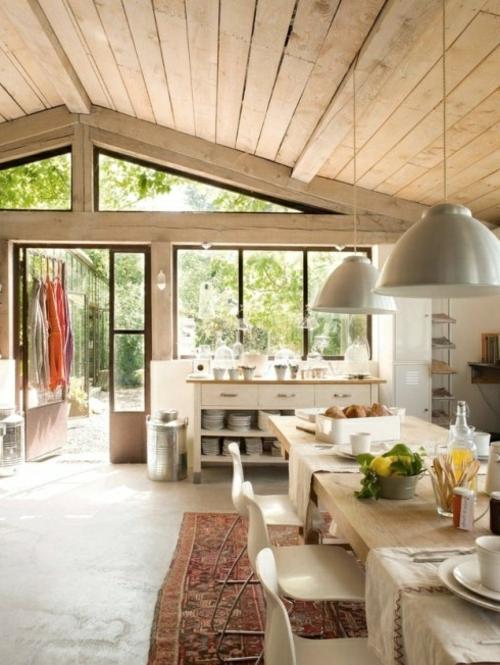 Gemütliche Küche Landhausstil einrichten kamin perserteppich