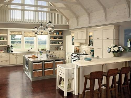 Gemütliche küche landhausstil einrichten weiß wand
