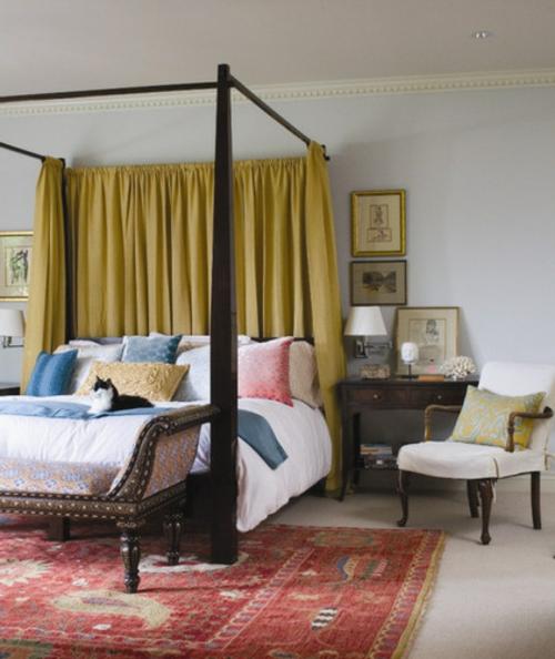 Innenarchitekt design schlafzimmer himmelbett gardinen
