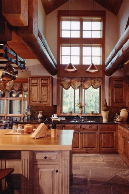 Küche Landhausstil gestalten hängelampen hohe decken