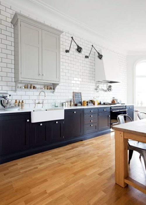 Küche Landhausstil gestalten holz bodenbelag glatt